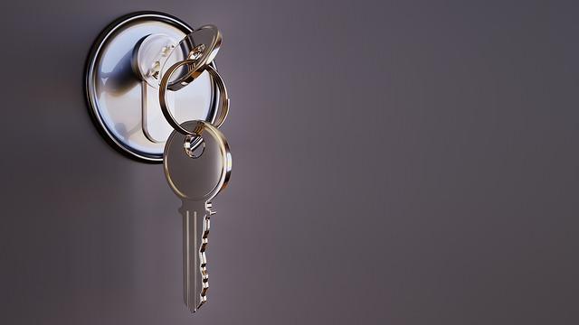 dveře s klíčema