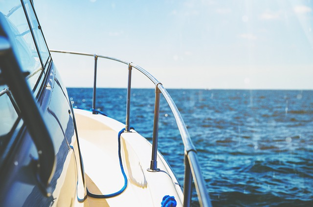 zábradlí na lodi