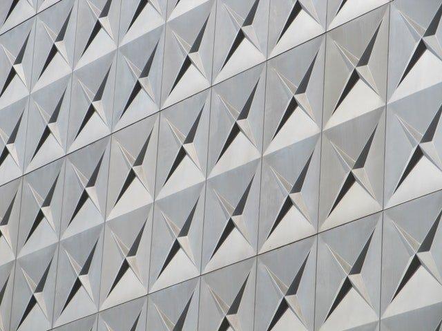štruktúra hliníka v architektúre.jpg