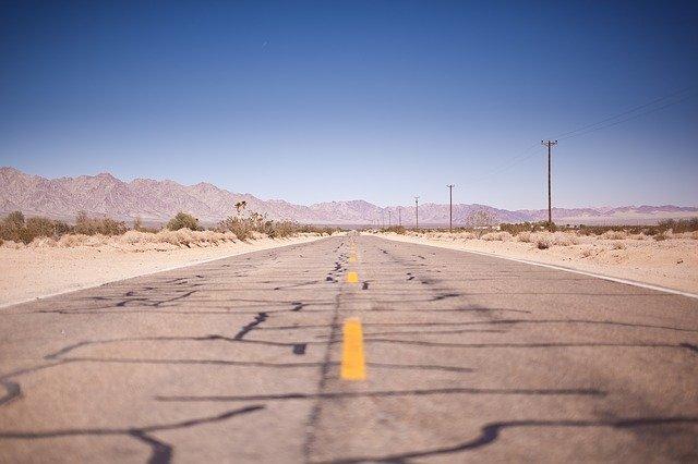 Stará a zničená cesta.jpg