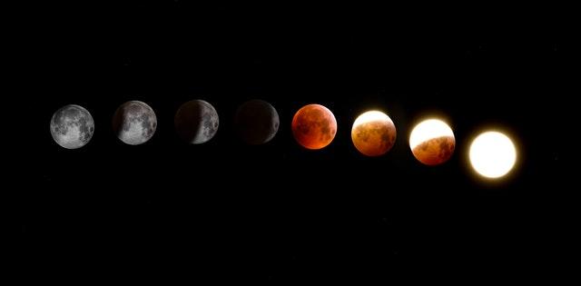 Mesiac v rôznych štádiách